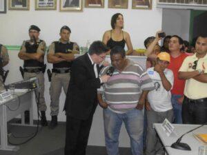 O advogado Fábio Oliva, que convidou o CQC, é entrevistado pelo humorista Oscar Filho, que acompanhou ainda a tumultuada sessão em que Gorutuba não conseguiu barrar investigação